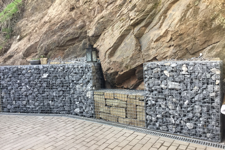 Gabionen befüllt mit Alpensteine